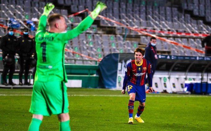 @FCBarcelona_es @RiquiPuig this pic 😍🥺