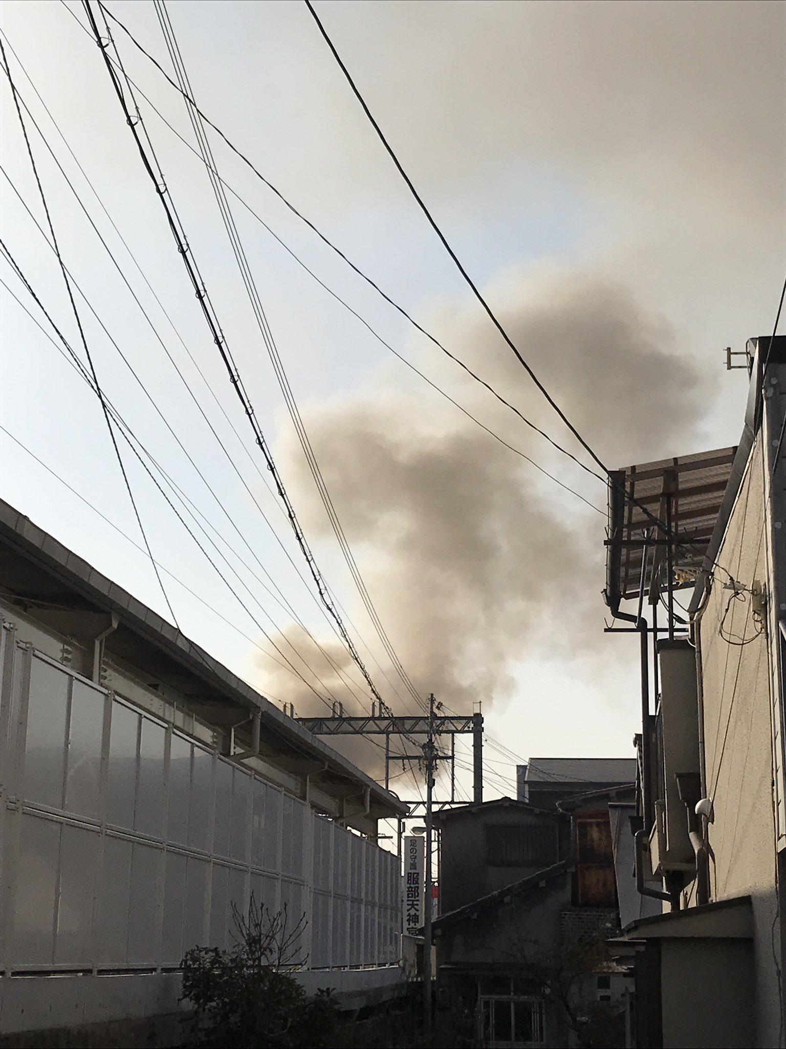 画像,服部天神駅近く、阪急宝塚線で火事凄い煙です(;´д`) https://t.co/hrDsjmgF7T。