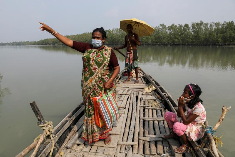 Tigers stalk as storms, poverty force Indians deep into mangrove forests https://t.co/227QwCNGsL https://t.co/r5Icuazzx7