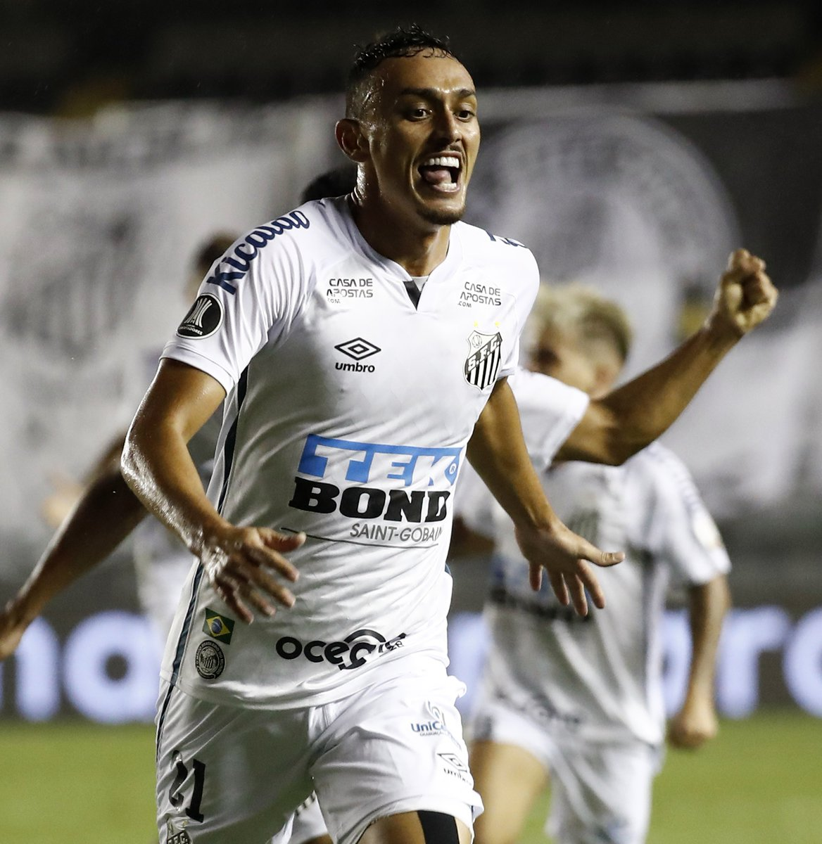 🤩 What a performance! @SantosFC thump 6-time champions Boca Juniors 3-0 to fly into the #Libertadores final 🤍🖤