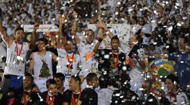☆ 2011 vs Peñarol (Nuevamente). Lo derrotó 2-1 y obtuvo su tercera copa #Libertadores.   ☆ 2020 (21) vs Palmeiras. 30 de Enero, el Peixe buscará su 4ta #Libertadores para alcanzar a River Plate y a Estudiantes LP. https://t.co/Z0ofRYVbyv