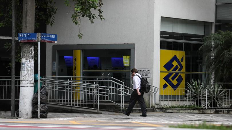 Anúncio de fechamento de agências do BB antes de eleições no Congresso irrita Bolsonaro. Leia no blog da @Ana_Flor  #G1