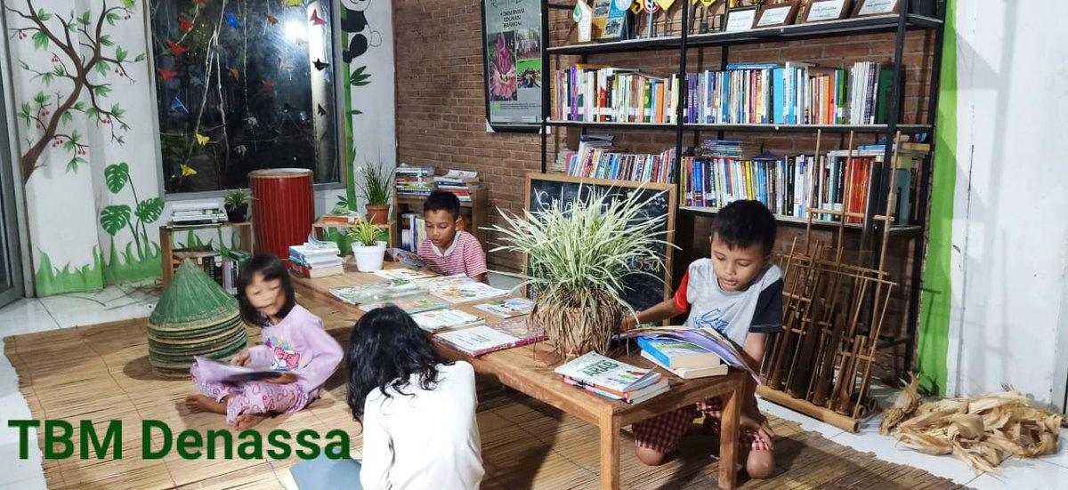 Kelas Membaca TBM Denassa kembali berlangsung. Bermitra dengan Kampung Literasi Borongtala dan Rumah Hijau Denassa (RHD) kelas ini dirancang berjalan hingga Juli 2020 untuk tahap awal 2021. #tbmdenassa #kampungliterasiborongtala #rumahhijaudenassa #denassa #forumtbm #sulsel #gowa