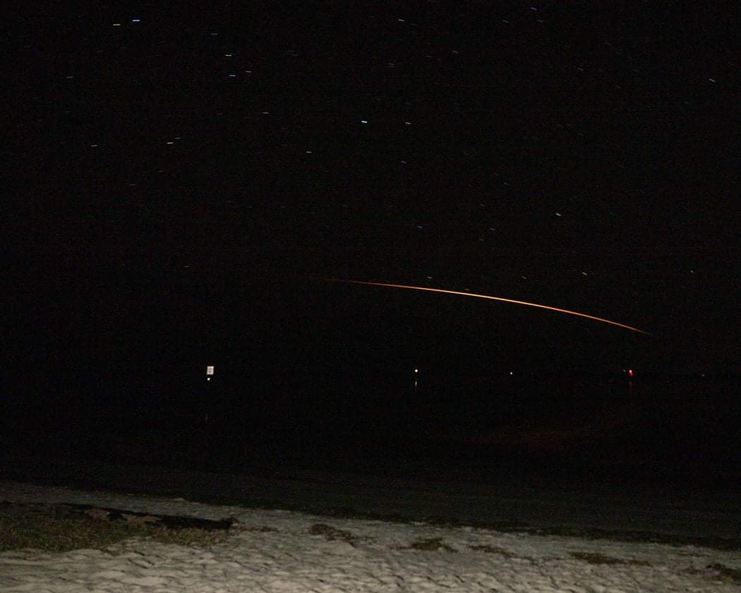 Beautiful re-entry of @SpaceX Cargo #Dragon for #CRS21 after resupplying @Space_Station . This was about 10 minutes before splashdown offshore Tampa, FL. Photo taken from Shell Point Beach FL in the panhandle(south of Tallahassee). @NASAKennedy should have it's goodies shortly!