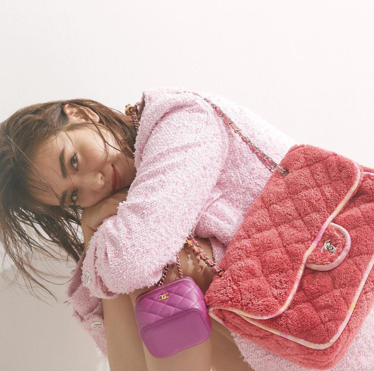 現在発売中のOggi2月号のOggi専属モデル連載は「滝沢カレン meets シャネル」❤️  いつだって憧れのブランド、シャネルの2020/21年クルーズコレクションを、カレンちゃんが着こなす多幸感あふれる6ページは必見です☺️  #シャネル #CHANEL #CHANELCruise #滝沢カレン #かわいい #prettyinpink #ピンク