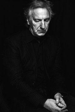 """Actor único, camaleónico y uno de los villanos más aclamados del cine británico.  Hace 5 años nos dejaba Alan Rickman 💫  Se equivocaba cuando dijo: """"Soy el personaje que se supone que no tiene que gustarte.""""  Lo cierto es que fascinaba..."""