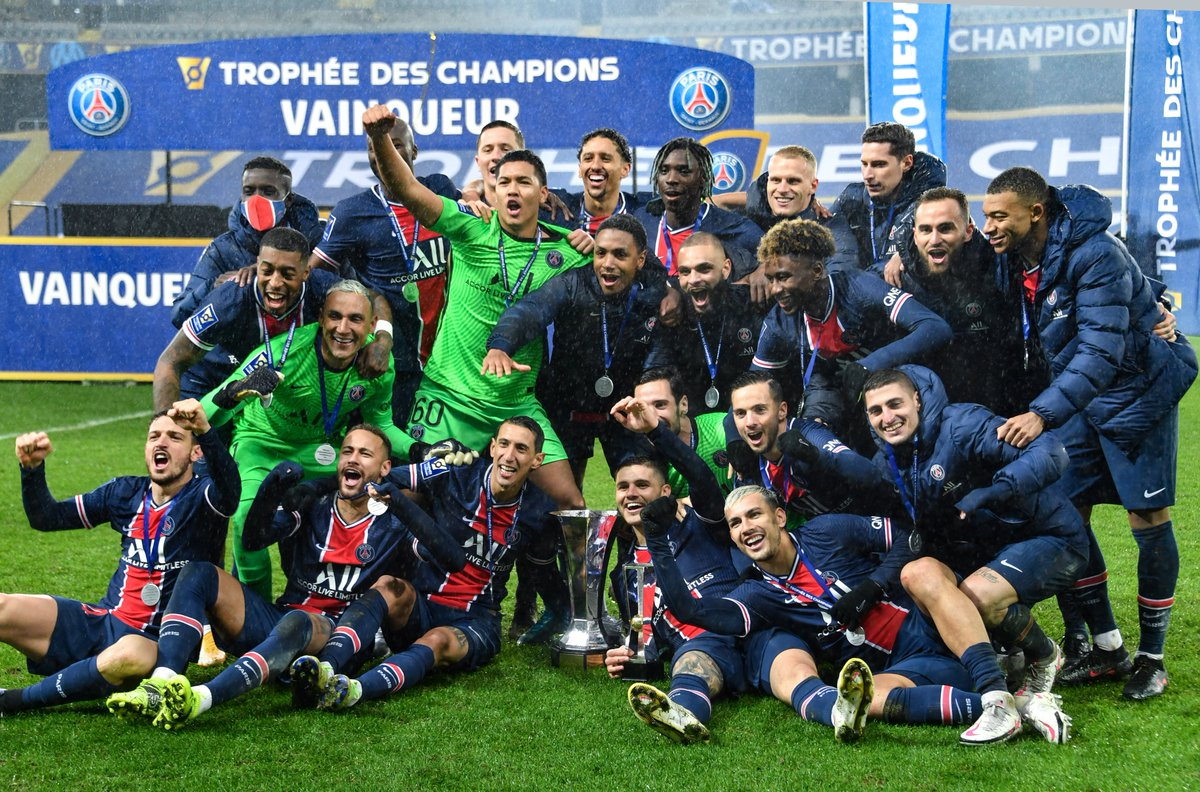 🔴🔵 First trophy for Mauricio Pochettino ✅  🤔 How many titles for Paris this season?🏆  #UCL