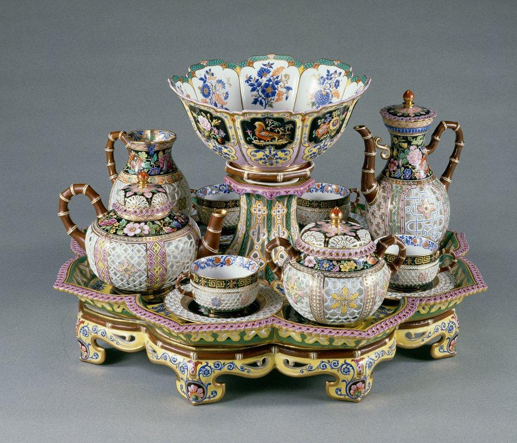 [#UnJourUneOeuvre] Le déjeuner « chinois réticulé » de la reine Marie-Amélie (1782-1866) est une des pièces les plus exceptionnelles réalisées à la manufacture de Sèvres sous le règne de Louis-Philippe. ☛  #ObjetsdArt