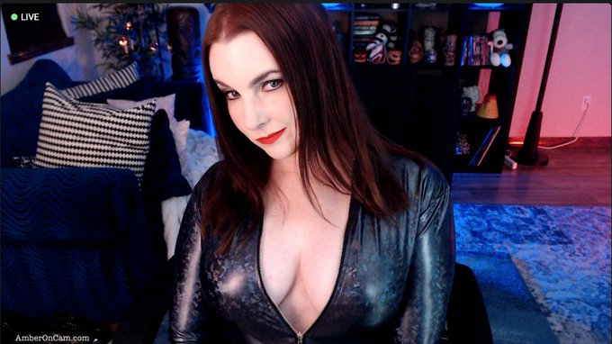 Are you ready to rock?🤘  https://t.co/o7jSNz2yly  #LiveOnStreamate https://t.co/KuHhcQNPMj