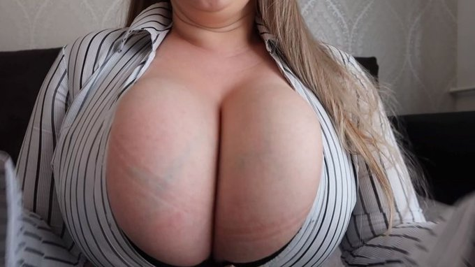 Just made another sale! Strong boobs https://t.co/iYfAZuZafm #MVSales https://t.co/MoBvuGkfP9