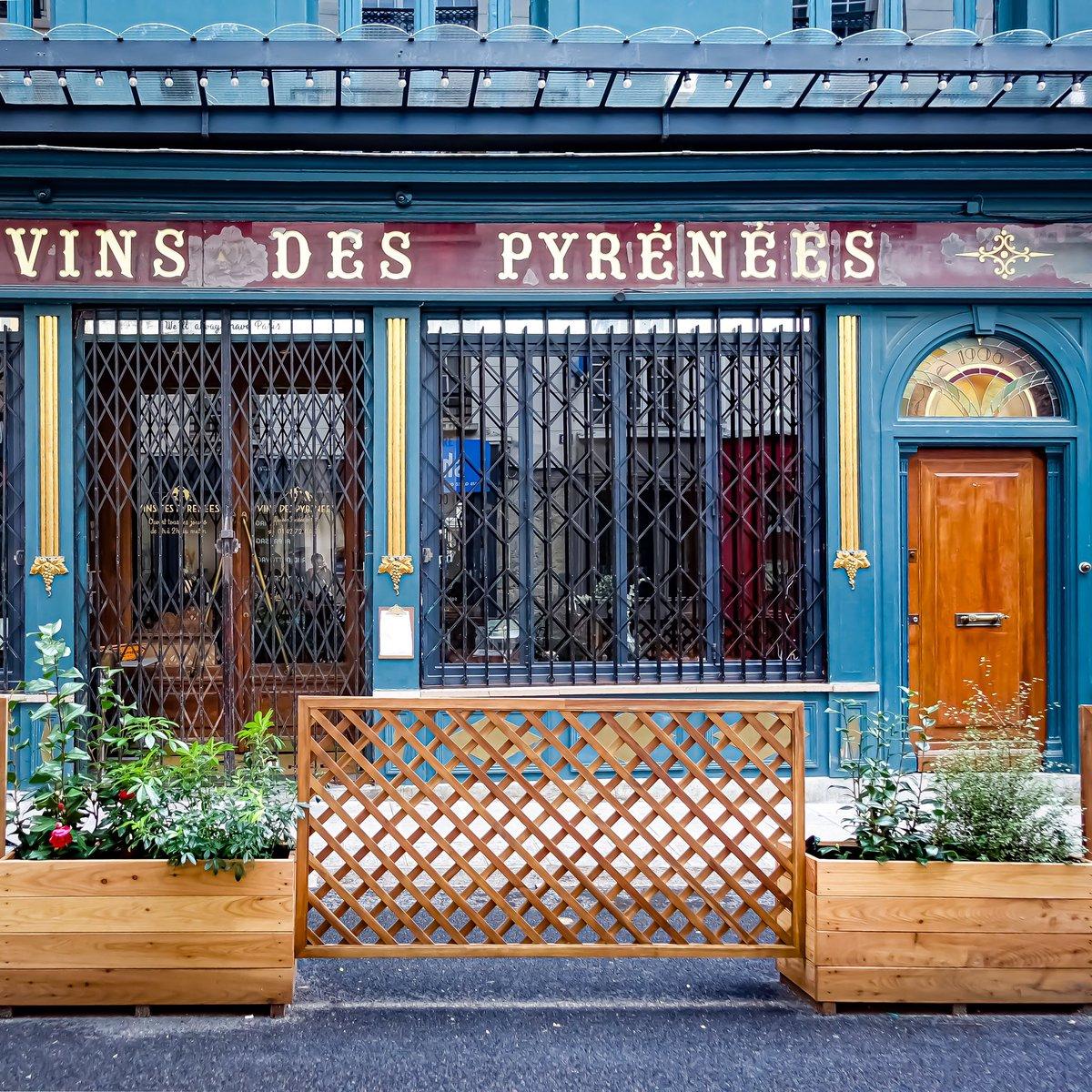 Le charme des devantures anciennes, Aux Vins des Pyrénées rue de Beautreillis, qui fut la cave à vins favorite de Jim Morrison à Paris   #parisladouce #paris #pariscartepostale #parisjetaime #pariscityguide #paris4 #streetsofparis #thisisparis #parismaville #marais