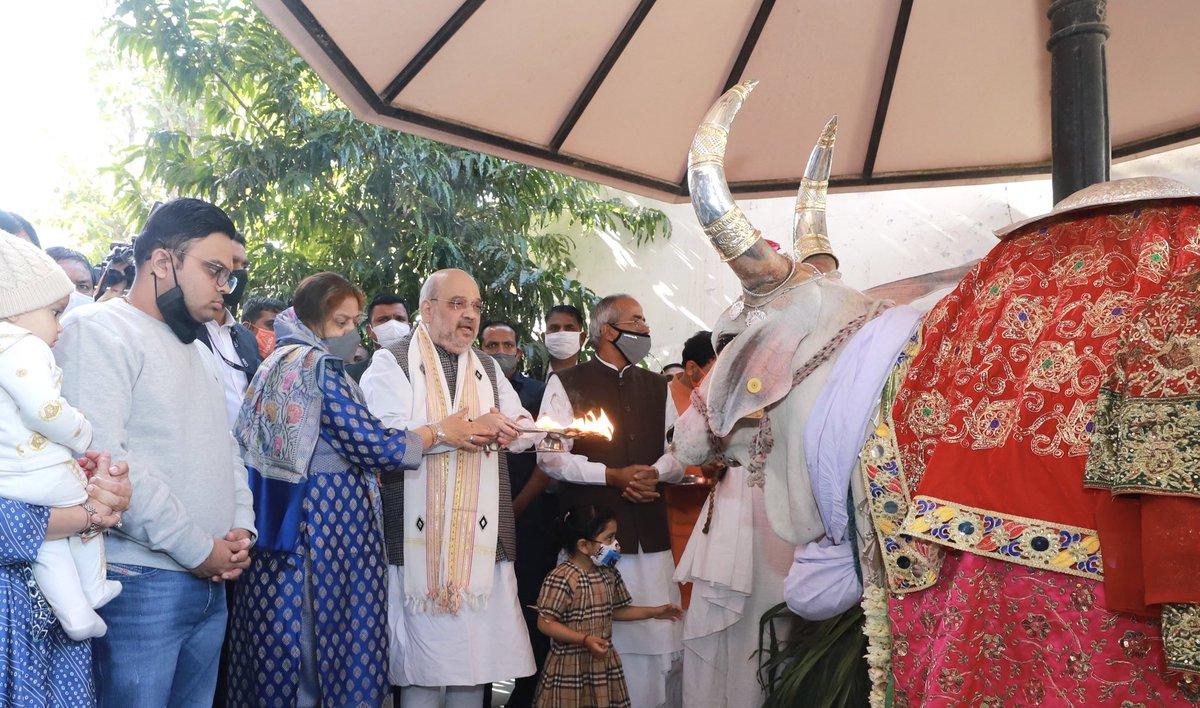 आज जगन्नाथ मंदिर (अहमदाबाद) में गौ पूजन करने का भी सौभाग्य प्राप्त हुआ।