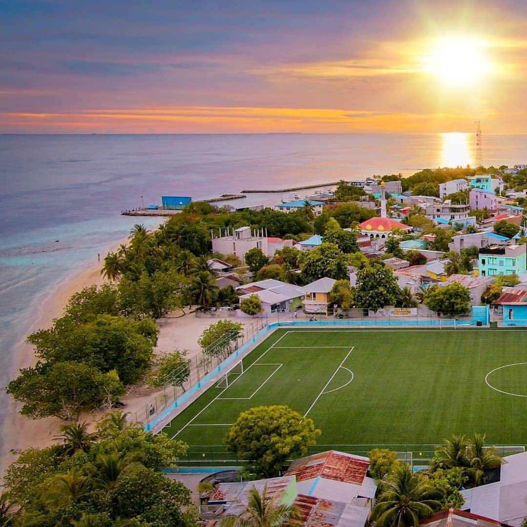 Replying to @theafcdotcom: Who wants to play football here, raise your hands 🙋🏻♂️  📍 Maldives  📸 : @natea23.mv