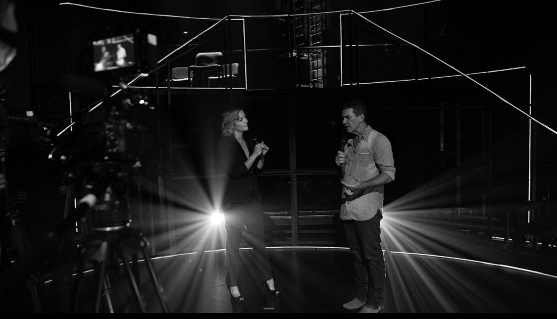 """""""Escena en Blanco & Negro"""" en @primevideoes con @antoniobanderas #BehindTheScenes #Málaga #Capítulo7 #❤️"""