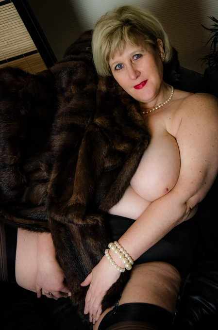 Throwback Thursday in my warm Coat to keep my tits warm on this cold day. If you want warming up, arrange