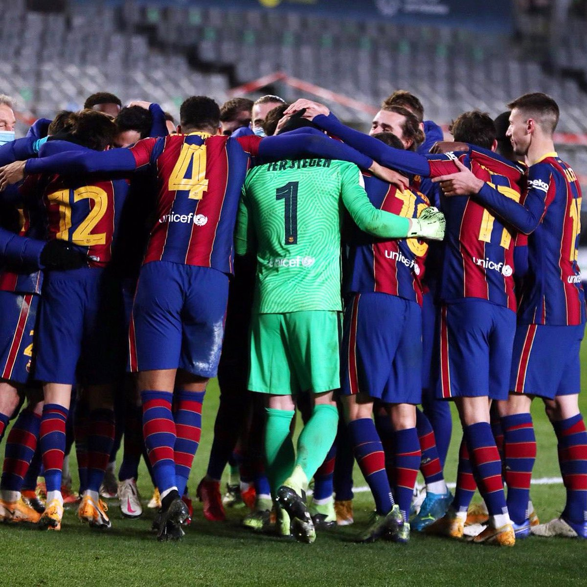 A big night, fantastic team spirit and attitude from us. Now we recover and prepare for the final on Sunday. Força Barça!💪🏻🔵🔴 @FCBarcelona