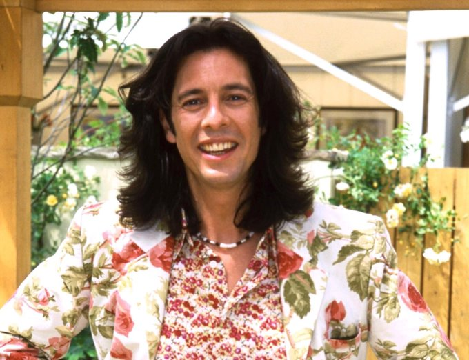 Happy 52nd birthday to legendary signer-songwriter Dave Grohl, pictured here in the spring of 1998.