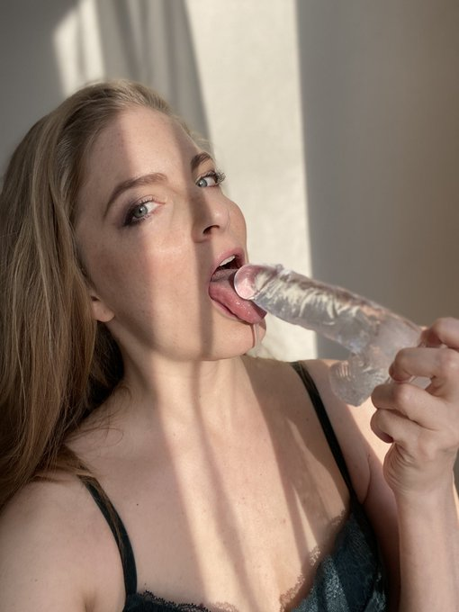1 pic. Do you like a morning blowjob?? 😏😝 Come here, I'm waiting for you..  👉🏼👉🏼👉🏼 https://t.co/S1iMd2kCh9