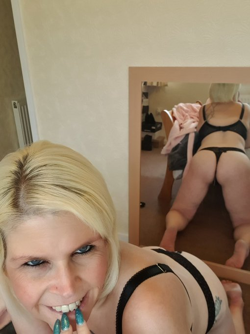OMG .... I can't believe I'm 46 today 😳 Where are the years going 😘 Will share this #ThongThursday with