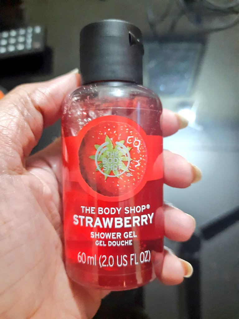 Every #consumer should be aware of these duping techniques by such huge beauty brands #consumerawareness @consumerforum_ such brands should be banned in India for general protection of Indian consumers #thebodyshop #thebodyshopindia #unfairpricing #misuseofbranding #VocalForLocal