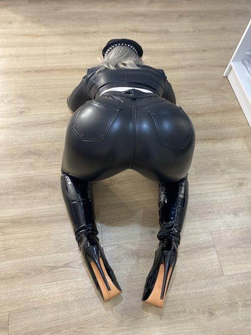 1 pic. My ass is huge 😄😋 https://t.co/N0s3gQjR3a