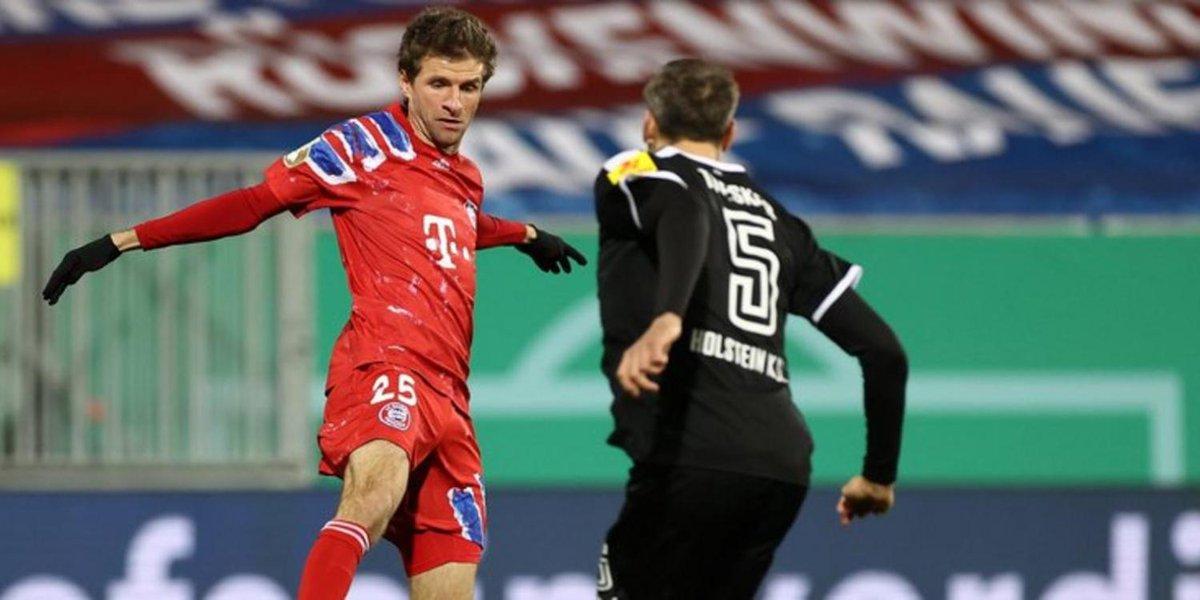 Für Stefan #Thesker war der glanzvolle Sieg von #Holstein #Kiel im DFB-Pokal gegen den FC Bayern mit Schmerzen verbunden. Am Donnerstag die Diagnose: Thesker fällt mit einem Muskelfaserriss im Oberschenkel vorerst aus. #ksv https://t.co/qA2Lsm52VL https://t.co/GL6XZbtOaQ