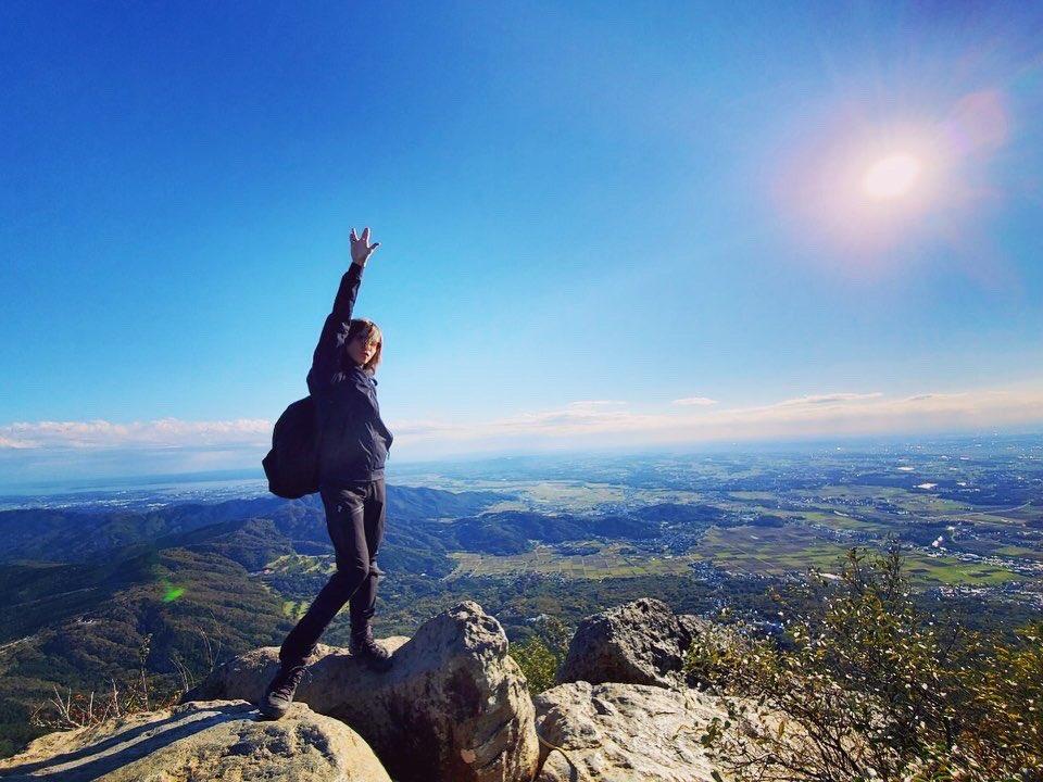 My Favorite Things. 登山。 去年、料理の他にハマったのが登山。 元々自然と繋がるのは大好きなんだけど、四季折々の恩恵を体感しながらゆっくり歩き、ひたすら上を目指すことは本当に至福。 クリエイティヴとは真逆の行為のようでいて、実は創造性を超インスパアされる。 最幸の趣味ができた。SGZ https://t.co/RV29DlnpOl