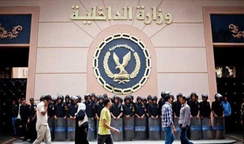مصر .. إيقاف 16من القيادات الأمنية بعد هروب 3 مساجين محكوم عليهم بالإعدام والمؤبد.