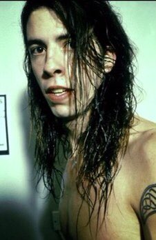 Happy birthday Dave grohl :)