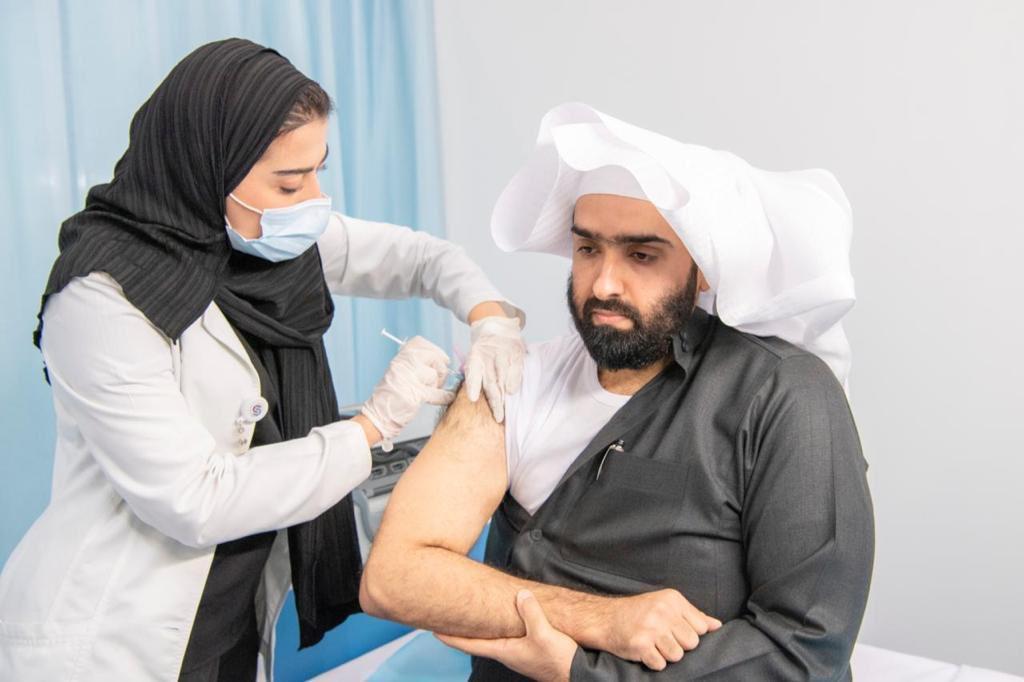 رئيس #ديوان_المظالم يتلقى الجرعة الأولى من لقاح فيروس #كورونا.