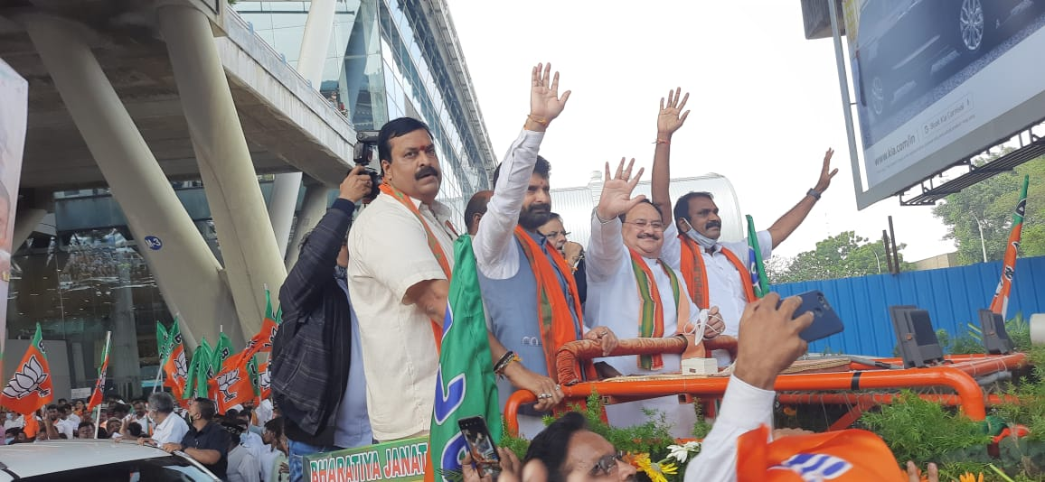 BJP (@BJP4India) Tweeted: Grand reception of BJP National President Shri @JPNadda on his arrival in Chennai, Tamil Nadu. #WelcomeNaddaJi AZAAĶ ()