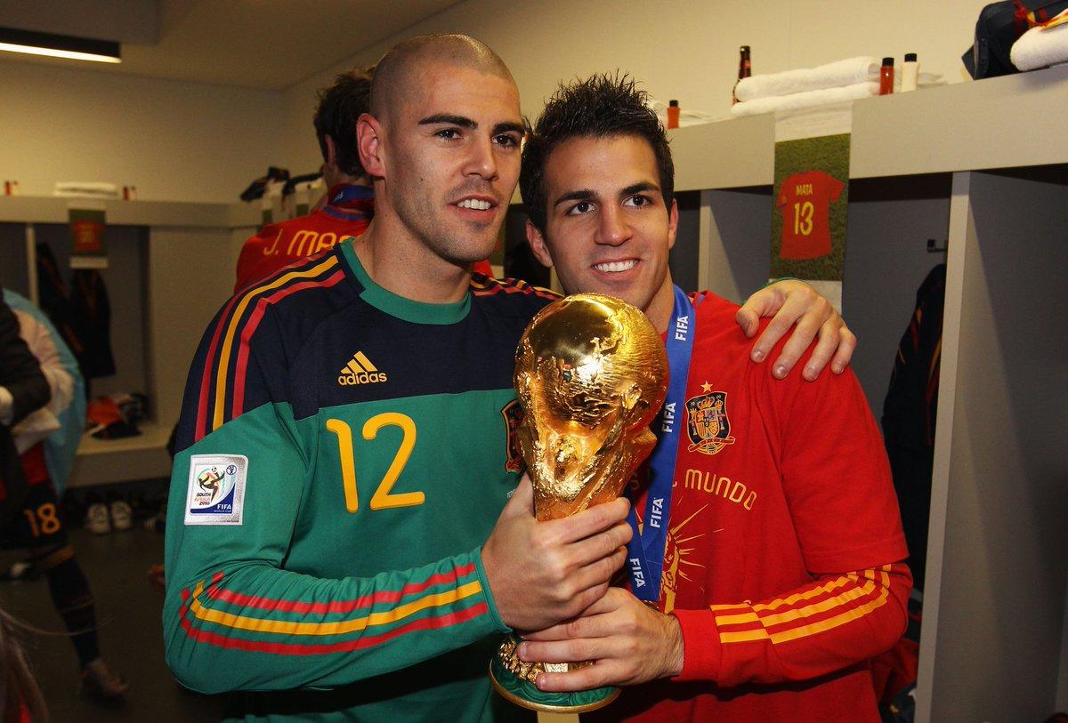 🥳 عيد ميلاد سعيد لحارس مرمى المنتخب الأسباني السابق فيكتور فالديز! 🎂🇪🇸  🏆 يُكمل بطل #كأس_العالم 2010 وحارس برشلونة @fcbarcelona_ara السابق عامه الـ39 اليوم 🙌