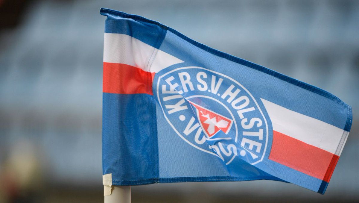Nach Pokalsieg gegen FC Bayern: Am Rathaus Kiel weht die Holstein-Flagge https://t.co/ymqEEJbkZu https://t.co/UUYCUKozpk