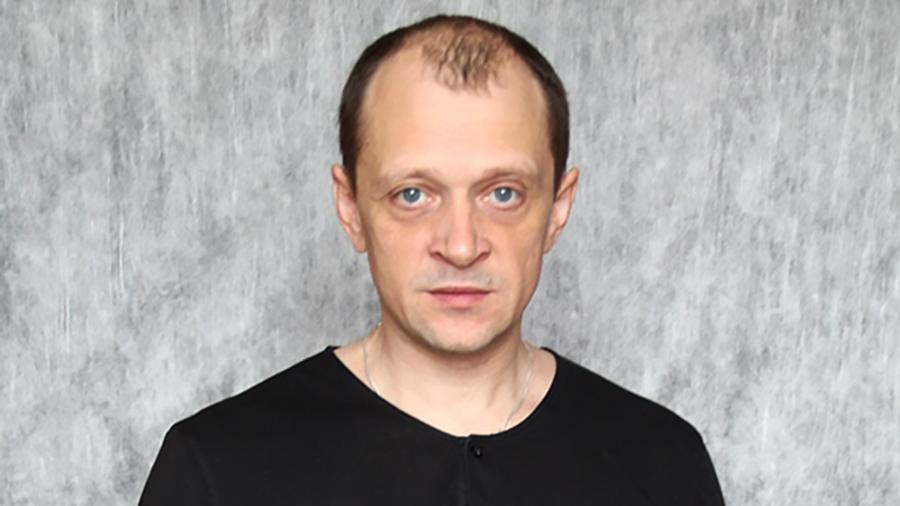 Кондрашов Станислав Дмитриевич:  Дмитрий Гусев, который умер в ДТП по дороге домой, спешил к супруге на годовщину свадьбы. Об этом рассказала агент актера https://t.co/aWThU0t6m2