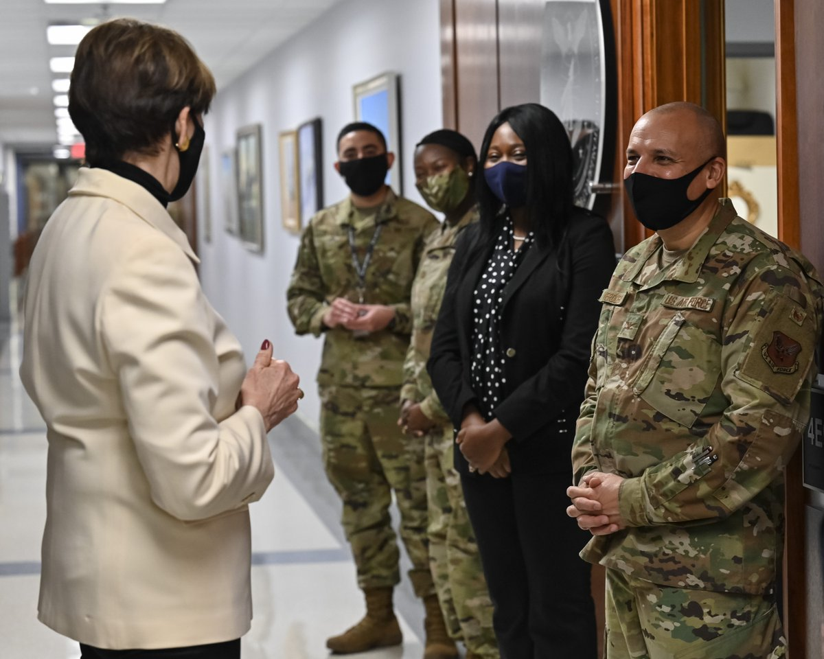 The remarkable consistency, the universality, in the @USAirForce & @SpaceForceDoD is the goodness of our people. Every day, they demonstrate the world's best in selfless service & caring leadership. I enjoyed meeting with #Airmen & #Guardians from across the HQ staff yesterday.