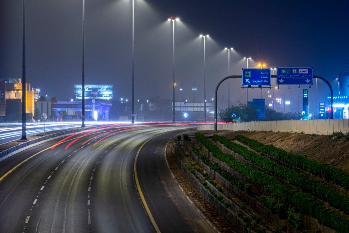 استكمال المرحلة الأولى لإعادة تأهيل إنارة الطرق والأحياء السكنية في المدينة المنورة وتحويلها إلى إنارة LED .  -