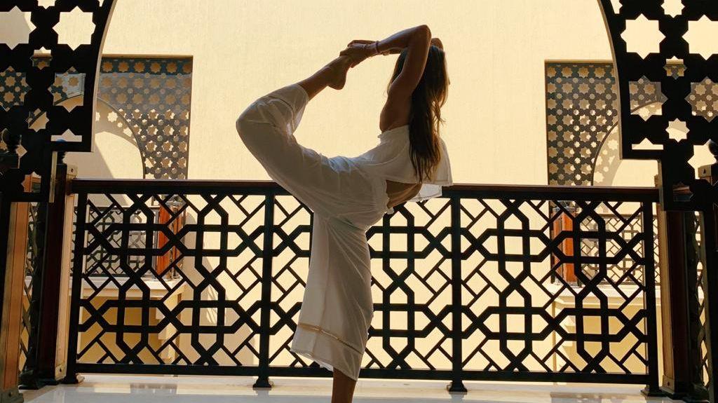 A grounding yoga practice at @FSSharmElSheikh keeping @FarahNofal relaxed and balanced. #FourSeasons #FSWellness 📸 @FarahNofal https://t.co/23pDxFEgrT