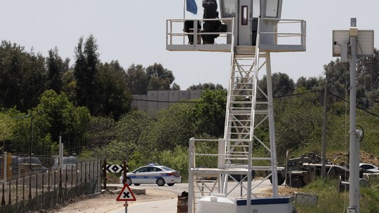 Israel ataca alvos na Síria e mata 57 pessoas  #G1