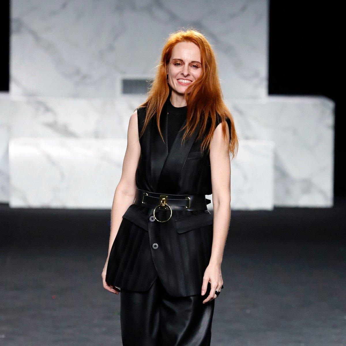 """""""Se trata de potenciar un slow fashion: una moda más justa, ética y responsable tanto con las personas que la fabrican como con los recursos del planeta"""". Gran entrevista a la diseñadora @AnaLocking. ➡ https://t.co/aV9Ue3c68L https://t.co/R6cDagLUD5"""