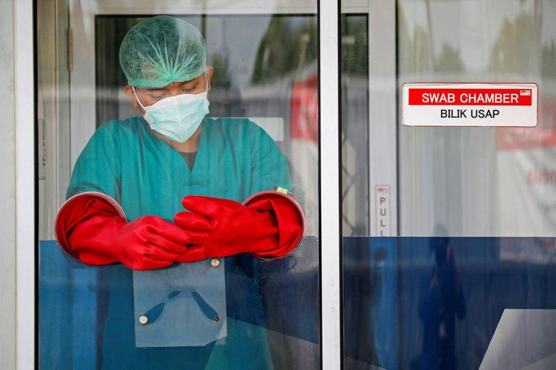 Indonesia may allow private sector to buy and distribute vaccines