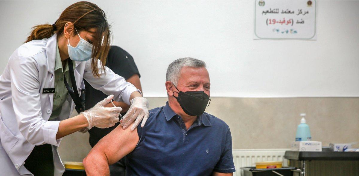 جلالة الملك عبدالله الثاني، وسمو الأمير الحسن بن طلال، وسمو الأمير الحسين بن عبدالله الثاني، ولي العهد، يتلقون اللقاح المخصص ضد فيروس كورونا #الأردن