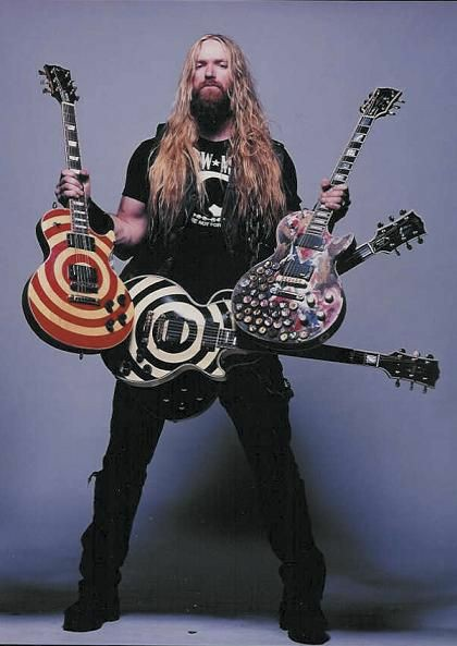 Happy birthday to zakk wylde and dave grohl !! <3