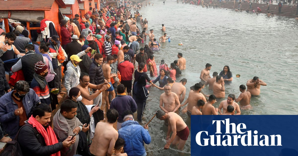 Up to 1m Hindus gather in India as festival goes ahead amid Covid fears Photo