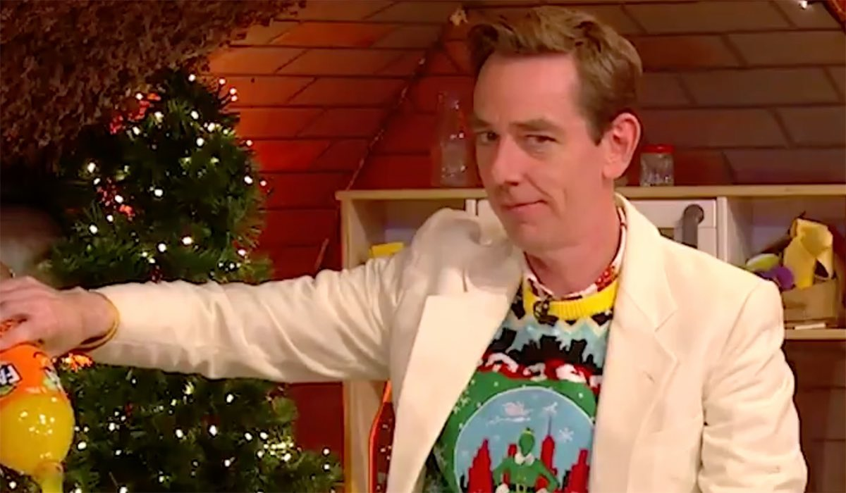 We should get him onto the #LateLateShow immediately, the little #bollocks will fit right in #StephenDonnelly #disrespect the #chair