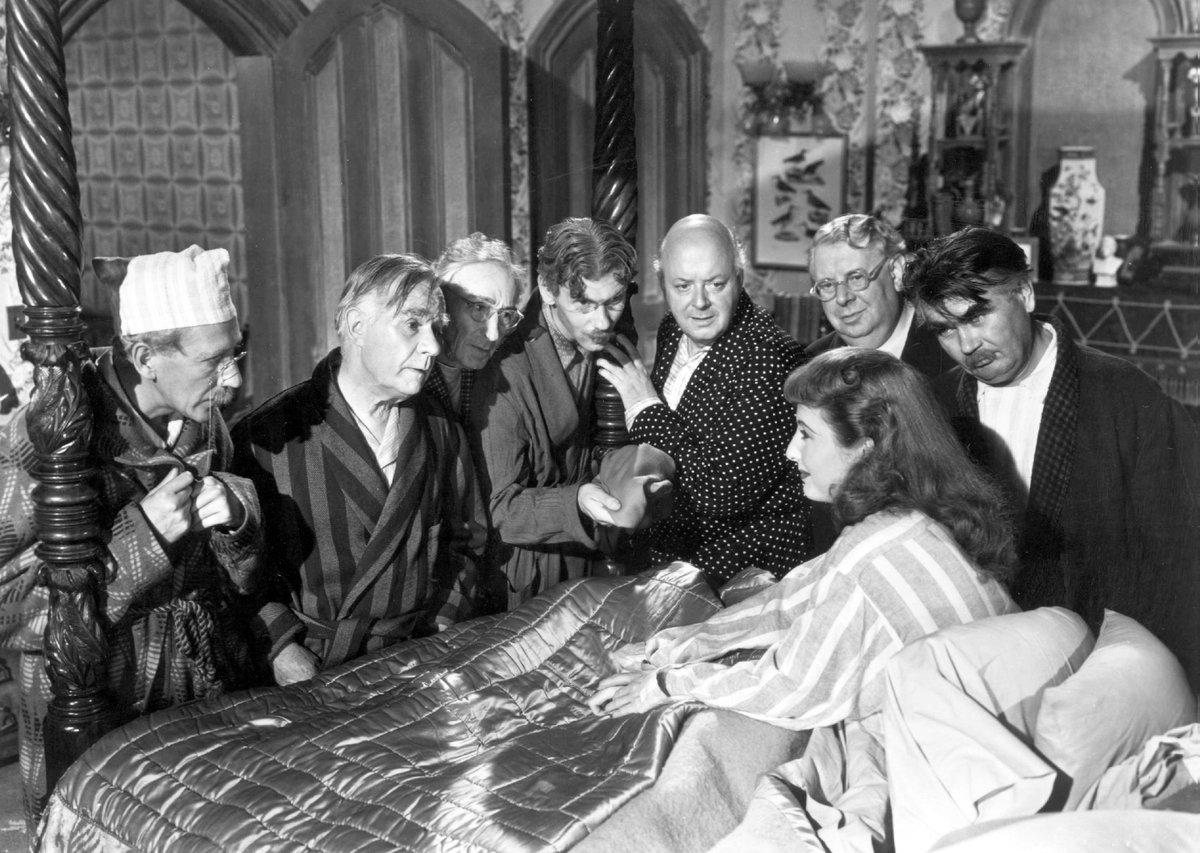 Tanssijatar päätyy pakomatkallaan tietosanakirjan toimitukseen. Gary Cooper ja Barbara Stanwyck pääosissa Howard Hawksin elokuvassa. Kino Klassikko #yleteema klo 21.  https://t.co/aKhgapyIS3 https://t.co/fnfqEkHLXQ