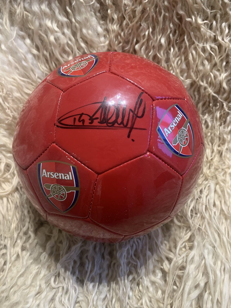Ok. This Tierry Henry signed ball is going in the draw 31st jan. £299 on the site!  The lucky Winner will be Picked at random all you've got to do is retweet✅ and ✅follow for a chance to win. #COYG #AFC #Arsenal #Tierryhenry