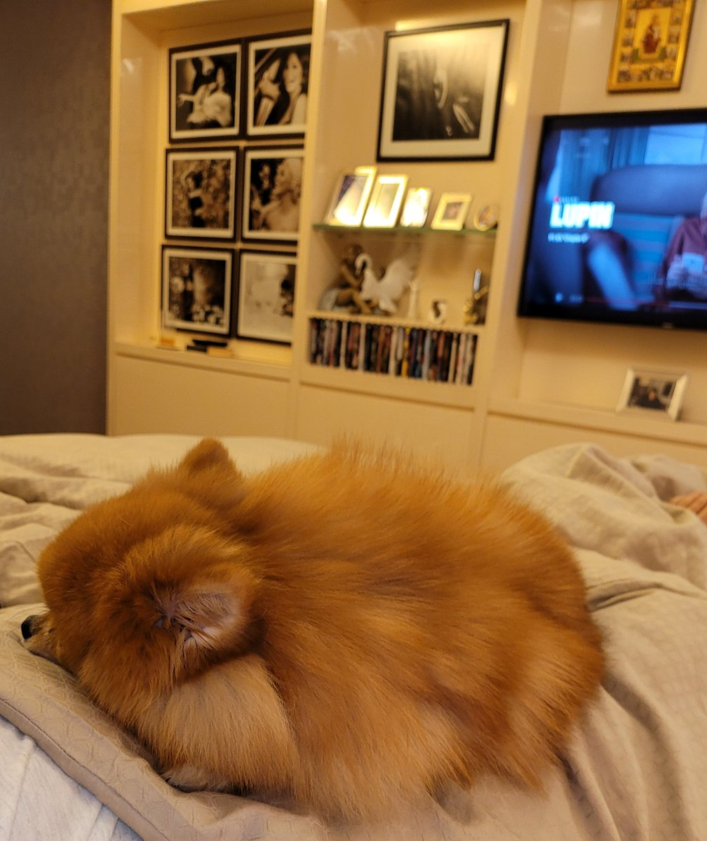 Enjoying me and star this rainy afternoon at home,and watching   beautiful series #Lupin