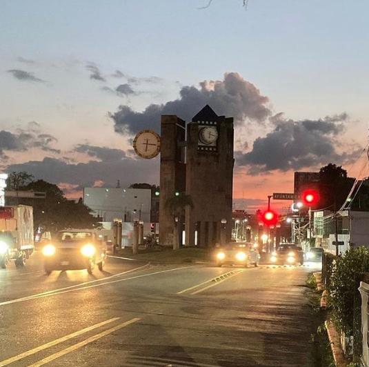 Reloj de las 3 caras. #Villahermosa #Tabasco #México 🇲🇽 by @untalyayo
