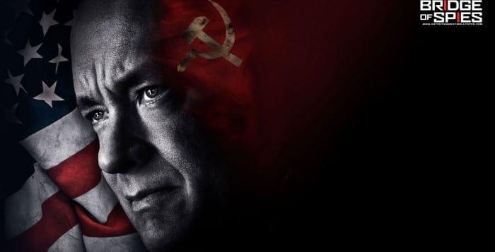"""Ponte dos Espiões"" (2015)  Sexta-feira (15) - 01:45 - Globo   #TemnaTV #TomHanks #stevenspielberg #BridgeofSpies #ColdWar #GuerraFria #URSS #USA #Globo #Corujao #TV #drama"