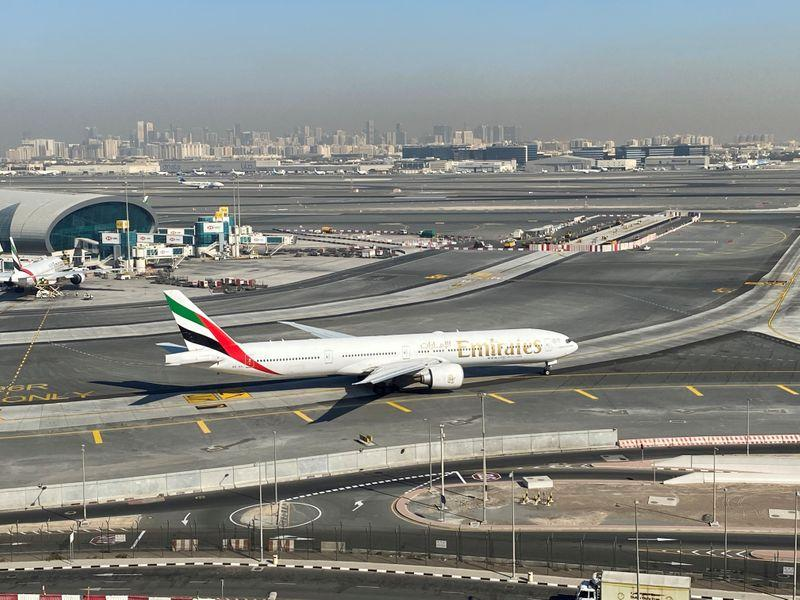 Emirates to temporarily suspends flights to South Africa